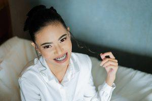 aparato dientes mujer